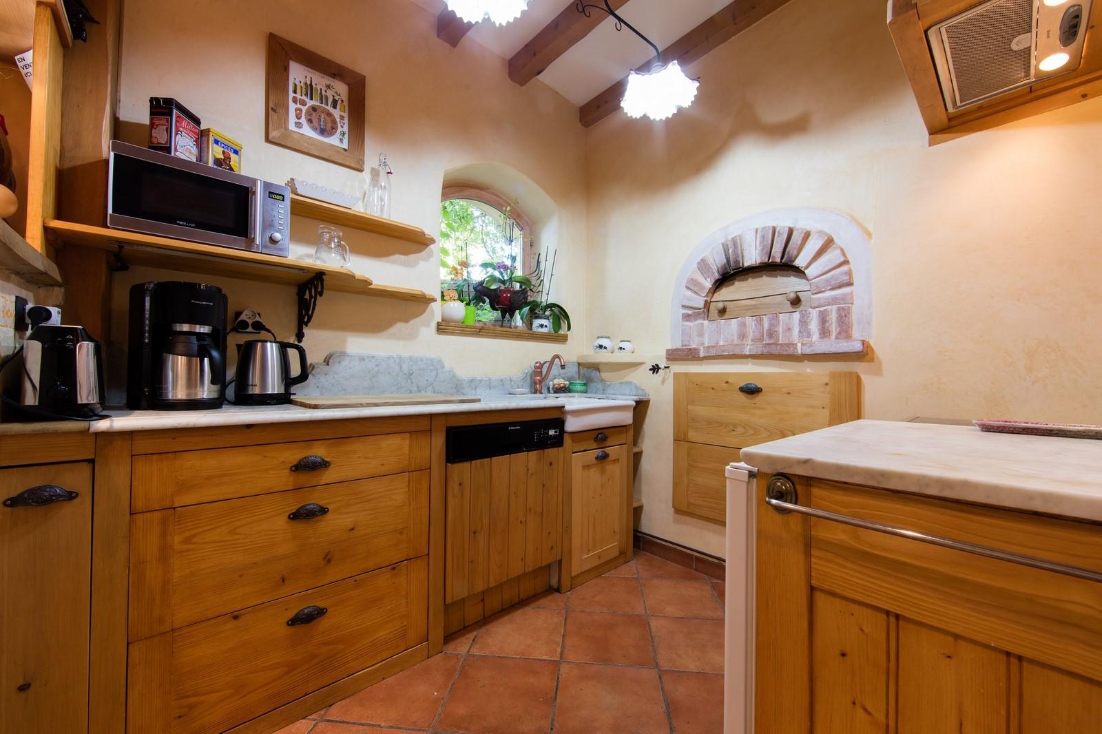 la cuisine du gite est quip e de tout le n cessaire pour cuisiner. Black Bedroom Furniture Sets. Home Design Ideas